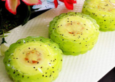 Cách làm bánh Trung thu hoa nổi đẹp mê mẩn-1 cách làm bánh trung thu rau câu Trung thu mới mẻ với cách làm bánh Trung thu rau câu kiwi nhân phô mai cach lam banh trung thu rau cau kiwi nhan pho mai 1 230x165