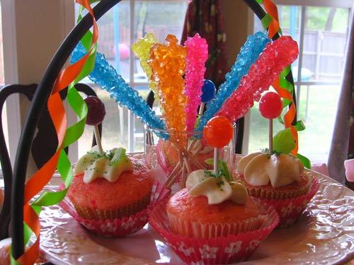 Cách làm kẹo đường rực rỡ sắc màu hút mắt trẻ nhỏ-45 cách làm kẹo đường Cách làm kẹo đường rực rỡ sắc màu hút mắt trẻ nhỏ don gian voi cach lam keo duong hut mat tre nho 4