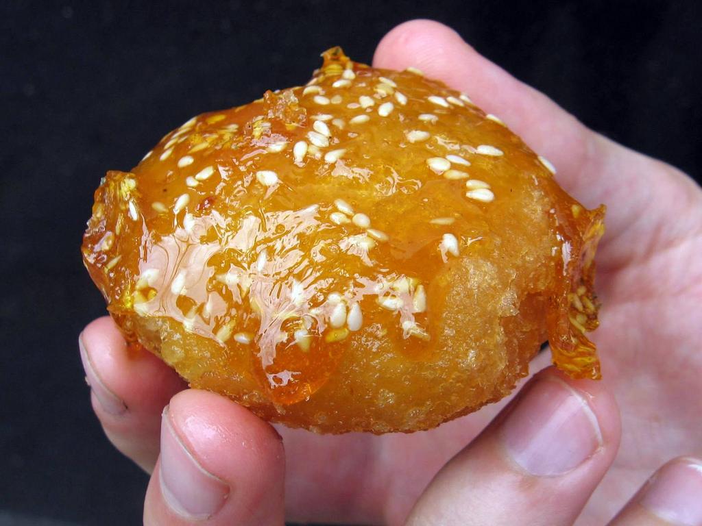 Học cách làm bánh còng bánh cam chuẩn miền Tây -4 cách làm bánh còng bánh cam Học cách làm bánh còng bánh cam chuẩn miền Tây hoc cach lam banh banh cong banh cam chuan mien Tay 8