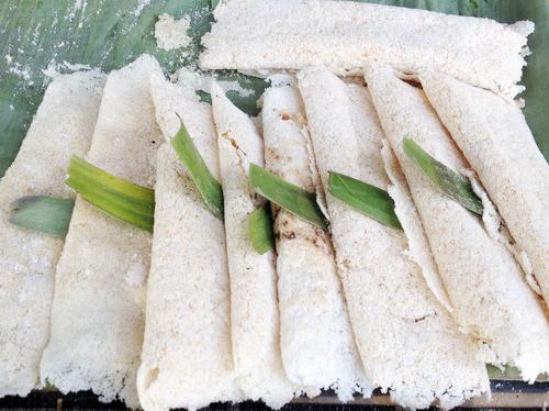 Cách làm bánh rây - món bánh truyền thống của người Khmer-1 cách làm bánh rây Cách làm bánh rây – món bánh truyền thống của người Khmer cach lam banh ray mon banh truyen thong cua nguoi khmer 1