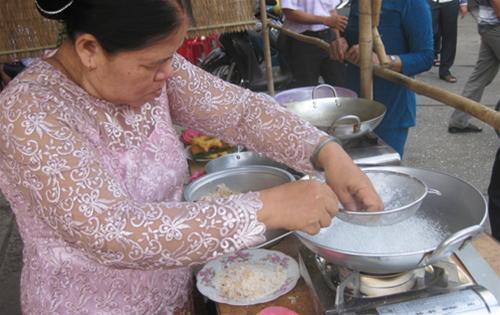 Cách làm bánh rây - món bánh truyền thống của người Khmer-87 cách làm bánh rây Cách làm bánh rây – món bánh truyền thống của người Khmer cach lam banh ray mon banh truyen thong cua nguoi khmer 2