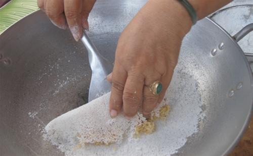 Cách làm bánh rây - món bánh truyền thống của người Khmer-3 cách làm bánh rây Cách làm bánh rây – món bánh truyền thống của người Khmer cach lam banh ray mon banh truyen thong cua nguoi khmer