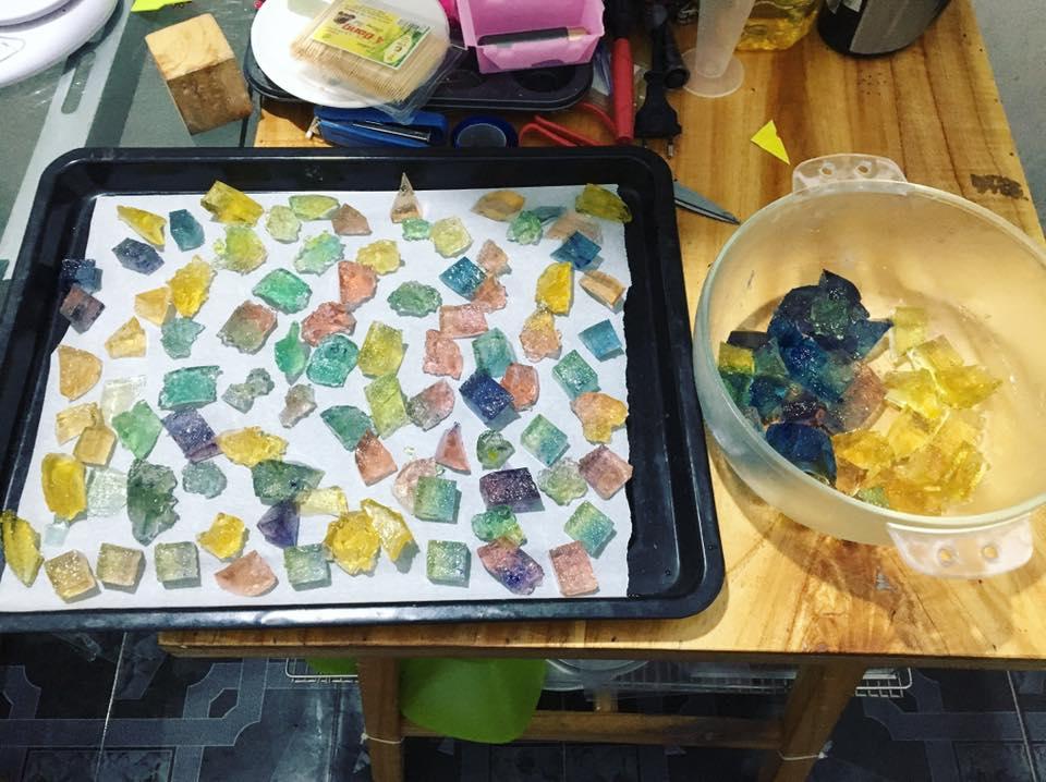Cách làm kẹo dẻo bằng bột rau câu lấp lánh như đá quý-455 cách làm kẹo dẻo không cần gelatin Cách làm kẹo dẻo không cần gelatin lấp lánh như đá quý cach lam keo deo ban bot rau cau sang lap lanh nhu da quy 3