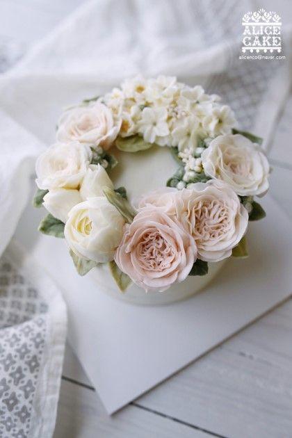 Lưu lại những mẫu hoa kem bơ Hàn Quốc hot nhất không thể bỏ qua-345  8 mẫu hoa kem bơ Hàn Quốc phổ biến nhất trong trang trí bánh tong hop nhung mau hoa kem bo dep nhat nam 2017 855