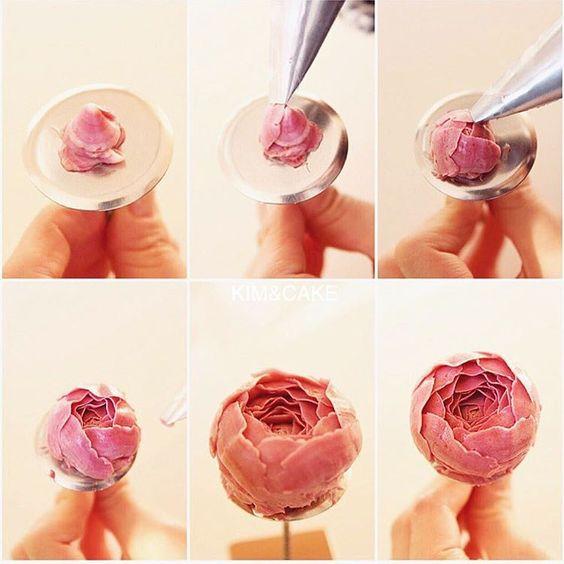 Lưu lại những mẫu hoa kem bơ Hàn Quốc hot nhất không thể bỏ qua -43  8 mẫu hoa kem bơ Hàn Quốc phổ biến nhất trong trang trí bánh tong hop nhung mau hoa kem bo dep nhat nam 2017