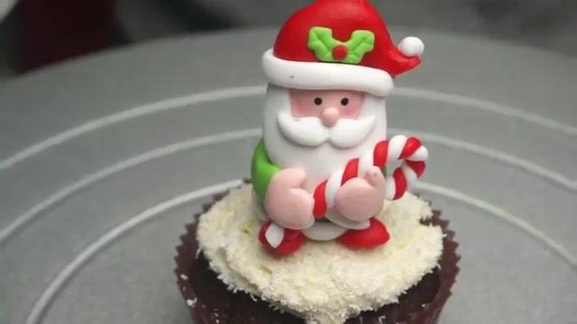 6 cách trang trí bánh cupcake cho Giáng sinh thêm rực rỡ-8443 cách trang trí bánh Gợi ý 6 cách trang trí bánh cupcake cho Giáng sinh thêm rực rỡ 6 cach trang tri banh cupcake cho giang sinh 54