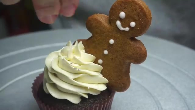 6 cách trang trí bánh cupcake cho Giáng sinh thêm rực rỡ-54 cách trang trí bánh Gợi ý 6 cách trang trí bánh cupcake cho Giáng sinh thêm rực rỡ 6 cach trang tri banh cupcake cho giang sinh 56