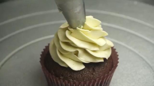 6 cách trang trí bánh cupcake cho Giáng sinh thêm rực rỡ-44 cách trang trí bánh Gợi ý 6 cách trang trí bánh cupcake cho Giáng sinh thêm rực rỡ 6 cach trang tri banh cupcake cho giang sinh 567