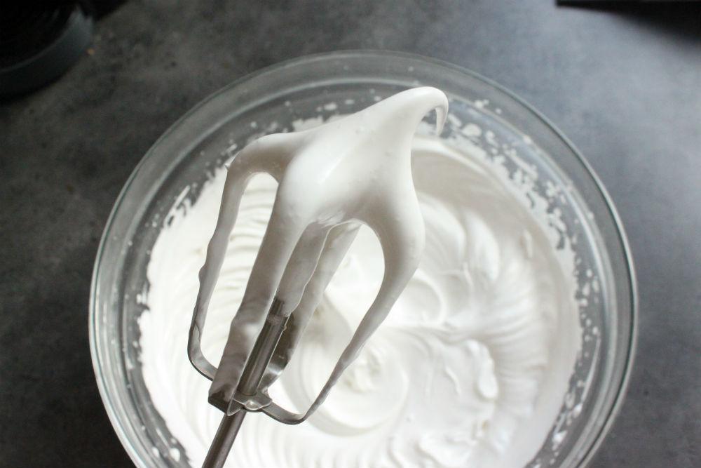 Cách làm bánh bông lan cuộn đậu xanh chà bông hành phi thơm nức mũi-7 cách làm bánh bông lan cuộn Cách làm bánh bông lan cuộn đậu xanh chà bông hành phi thơm nức mũi cach lam banh bong lan cuon dau xanh cha bong hanh phi thom nuc mui 3