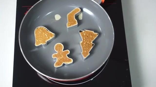 Cách làm bánh Pancake Giáng sinh-2 cách làm bánh pancake giáng sinh Ngộ nghĩnh cách làm bánh Pancake Giáng sinh yêu đừng hỏi cach lam banh pancake giang sinh 6 2