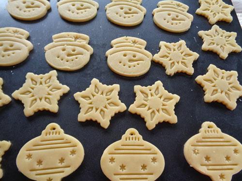 Cách làm bánh quy bơ Giáng sinh đơn giản-67 cách làm bánh quy bơ giáng sinh Cách làm bánh quy bơ Giáng sinh đơn giản cho mọi người cach lam banh quy bo giang sinh don gian 1