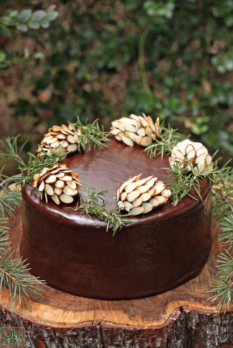 Cách trang trí bánh kem Noel-54 cách trang trí bánh kem noel 10 cách trang trí bánh kem Noel đơn giản mà vẫn đẹp lung linh chocolate pinecones 4