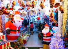 Beemart sẽ mách bạn những địa chỉ mua đồ trang trí Giáng sinh giá rẻ tại Hà Nội và TP.HCM, từ đó giúp bạn có mùa Noel rực rỡ và tiết kiệm nhất-578 đồ trang trí giáng sinh giá rẻ Mách bạn địa chỉ mua đồ trang trí Giáng sinh giá rẻ tại Hà Nội và TP.HCM goi y dia chi mua do trang tri giang sinh gia re 1 1 230x165
