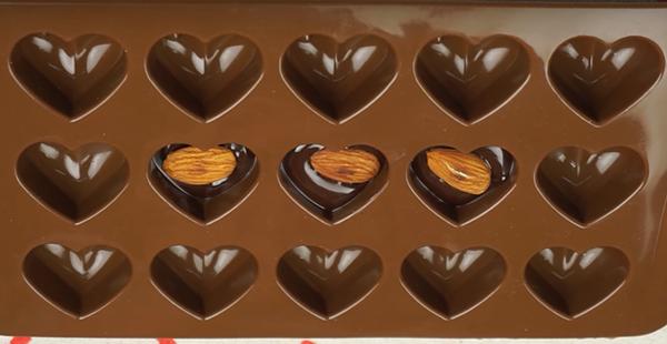 cách làm socola đơn giản nhất tại nhà cách làm socola đơn giản nhất tại nhà 2 cách làm socola đơn giản nhất tại nhà cho người mới bắt đầu cach lam socola don gian nhat tai nha 4 1