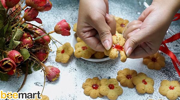 bánh quy phô mai bánh quy phô mai Cách làm bánh quy phô mai nhân mứt dâu thơm ngon, giòn rụm 7