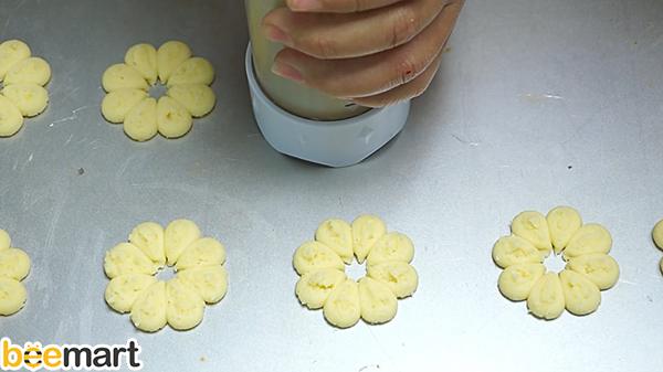 bánh quy phô mai bánh quy phô mai Cách làm bánh quy phô mai nhân mứt dâu thơm ngon, giòn rụm banh quy pho mai 6