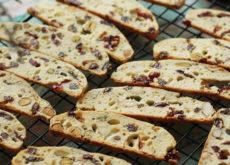 cách làm bánh biscotti cách làm bánh biscotti Cách làm bánh biscotti thơm bùi hòa quyện rực rỡ đón Tết cach lam banh biscotti 1 1 230x165