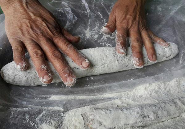 Cách làm bánh lăn Quảng Nam cách làm bánh lăn quảng nam Cách làm bánh lăn Quảng Nam hương vị truyền thống thơm bùi hòa quyện cach lam banh lan quang nam 7