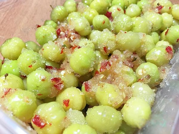 cách làm chùm ruột lắc cách làm chùm ruột lắc Cách làm chùm ruột lắc đủ vị chua, cay, mặn, ngọt ăn mãi không chán cach lam chum ruot lac 2