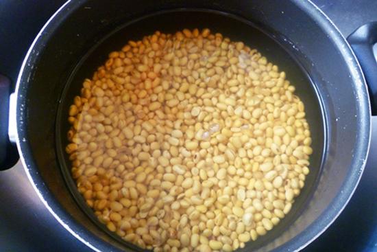 cách làm sữa đậu nành tại nhà cách làm sữa đậu nành tại nhà Cách làm sữa đậu nành tại nhà bằng máy xay sinh tố cực ngon cach lam sua dau nanh tai nha 9