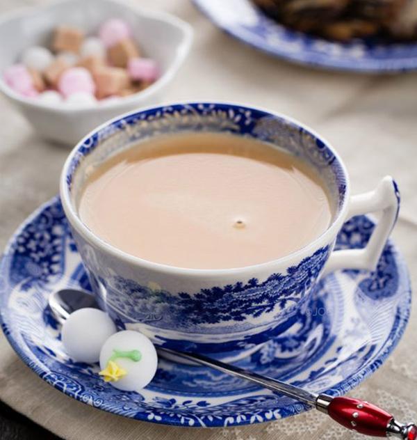 cách làm trà sữa lipton cách làm trà sữa lipton Cách làm trà sữa Lipton thơm ngon, mát lạnh chỉ với 3 bước cach lam tra sua lipton 2