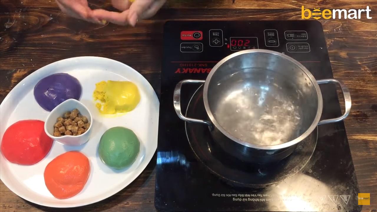 cách làm chè trôi nước cách làm chè trôi nước Cách làm chè trôi nước không bị cứng, dai dai, mềm mềm cực hấp dẫn cach lam che troi nuoc 7