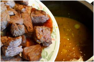 cách nấu cari bò cách nấu cari bò Vòng quanh thế giới xem các cách nấu cari bò thơm ngon nức mũi cach nau cari bo 1