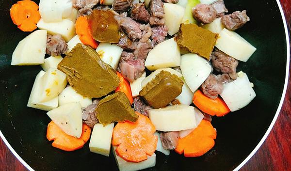 cách nấu cari bò Vòng quanh thế giới xem các cách nấu cari bò thơm ngon nức mũi cach nau cari bo1111