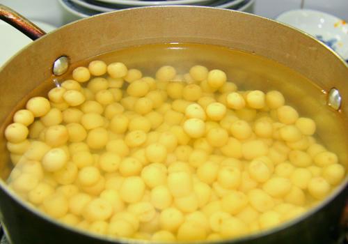cách nấu chè hạt sen đậu xanh cách nấu chè hạt sen đậu xanh 2 cách nấu chè hạt sen đậu xanh ngon và đơn giản nhất cach nau che hat sen dau xanh 3