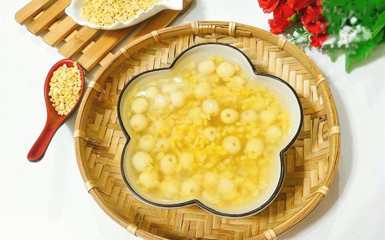 cách nấu chè hạt sen đậu xanh cách nấu chè hạt sen đậu xanh 2 cách nấu chè hạt sen đậu xanh ngon và đơn giản nhất cach nau che hat sen dau xanh 6