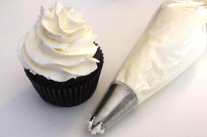 whipping cream là gì whipping cream là gì Whipping Cream là gì? Công dụng và phân biệt với Topping Cream whipping cream la gi 4