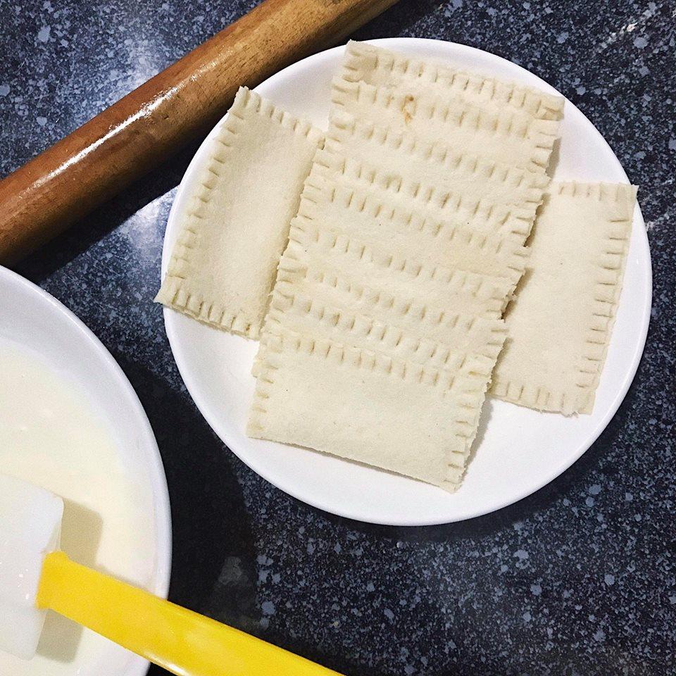 cách làm bánh sữa chua cách làm bánh sữa chua Cách làm bánh sữa chua thơm ngậy không ngán cực hấp dẫn cach lam banh sua chua 5