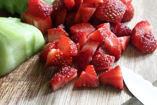 cách làm hoa quả dầm cách làm hoa quả dầm Cách làm hoa quả dầm đơn giản ngon tuyệt cho mùa hè cach lam hoa qua dam 10