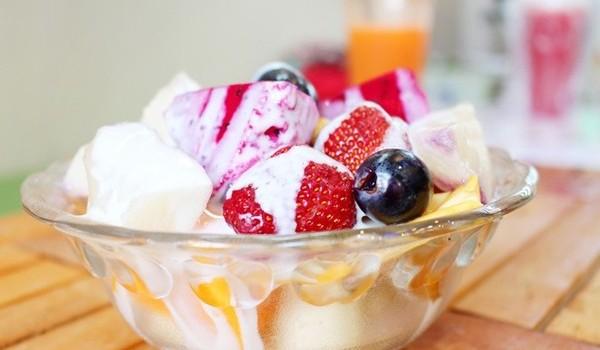 cách làm hoa quả dầm cách làm hoa quả dầm Cách làm hoa quả dầm đơn giản ngon tuyệt cho mùa hè cach lam hoa qua dam 2