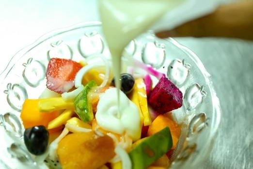 cách làm hoa quả dầm cách làm hoa quả dầm Cách làm hoa quả dầm đơn giản ngon tuyệt cho mùa hè cach lam hoa qua dam 3