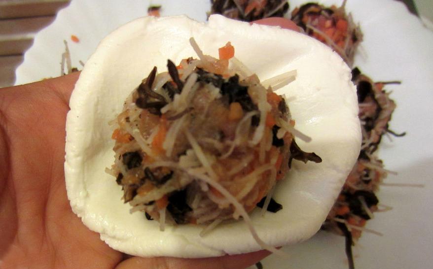cách làm bánh rán mặn cách làm bánh rán mặn 2 cách làm bánh rán mặn nóng hổi, giòn tan siêu đơn giản lam banh ran man 11