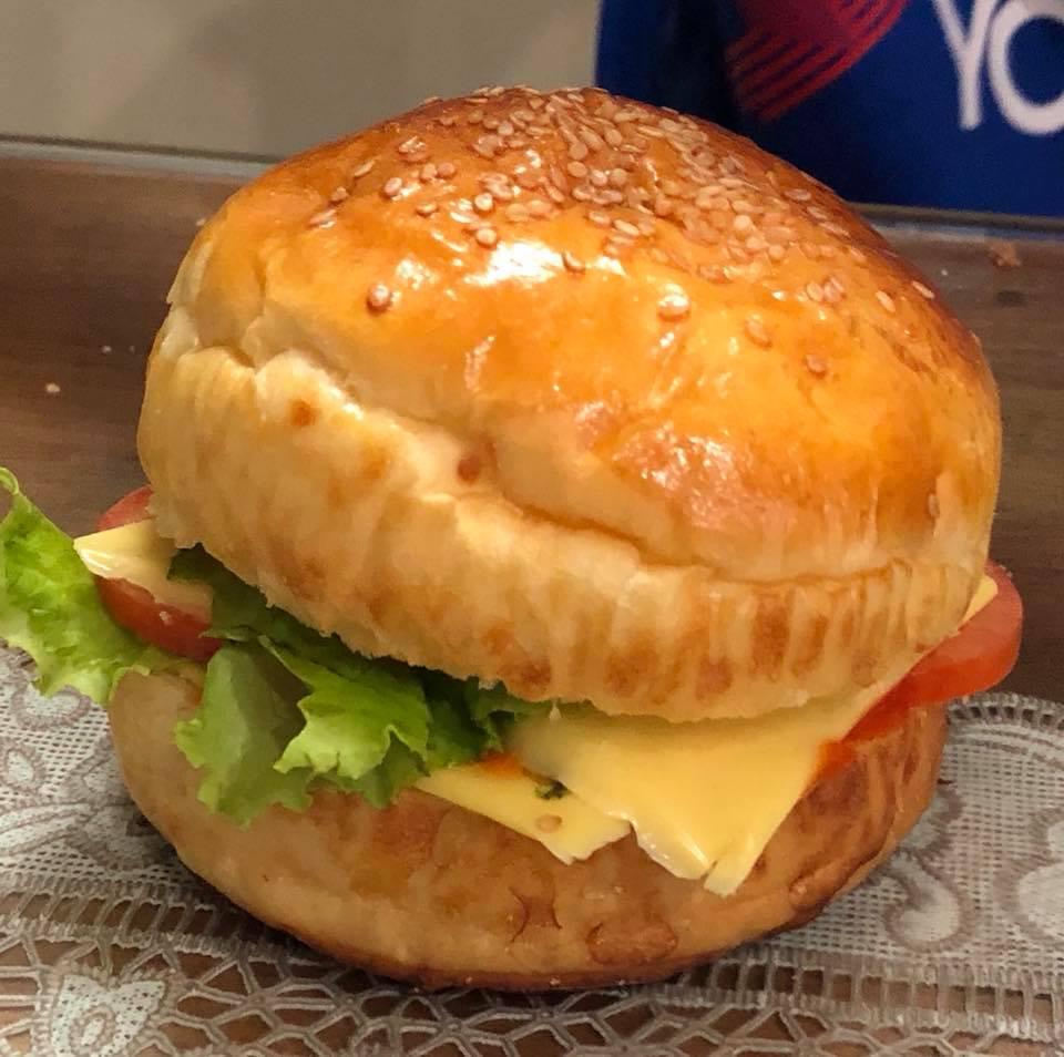 làm hamburger bò siêu đơn giản 9 bánh hamburger bò Bánh hamburger bò siêu đơn giản cho bữa sáng tràn đầy năng lượng cach lam banh hamburger3