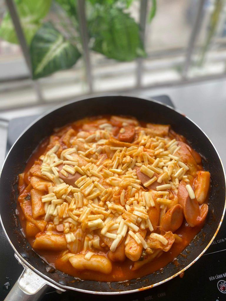 cách làm bánh gạo cay hàn quốc Cách làm bánh gạo cay Hàn Quốc siêu đơn giản từ nguyên liệu sẵn có b  nh g   o c 768x1024