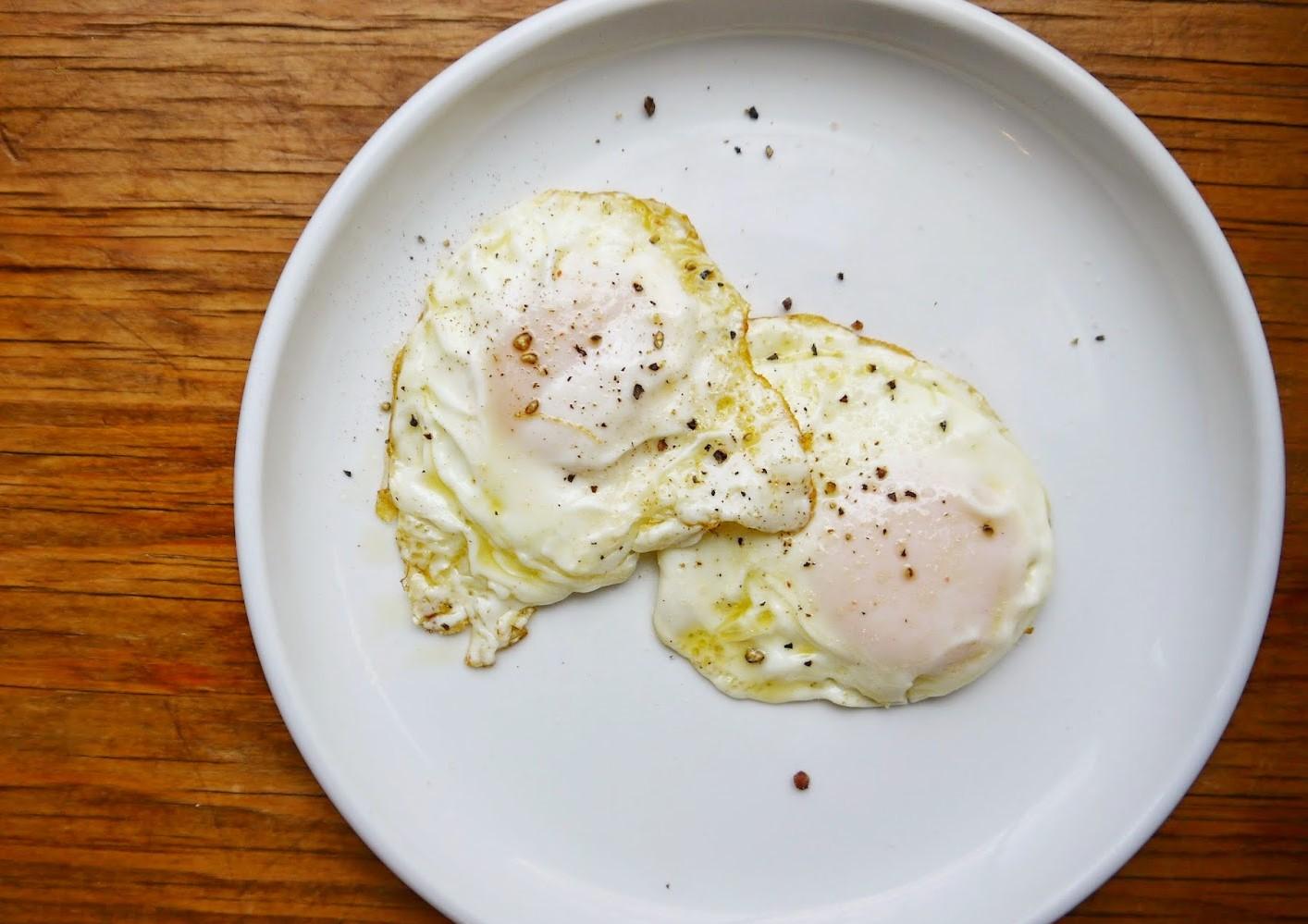 cách chiên trứng 13 cách chiên trứng Cách chiên trứng cực ngon chỉ trong 3 phút ai ai cũng làm được cach chien trung 13