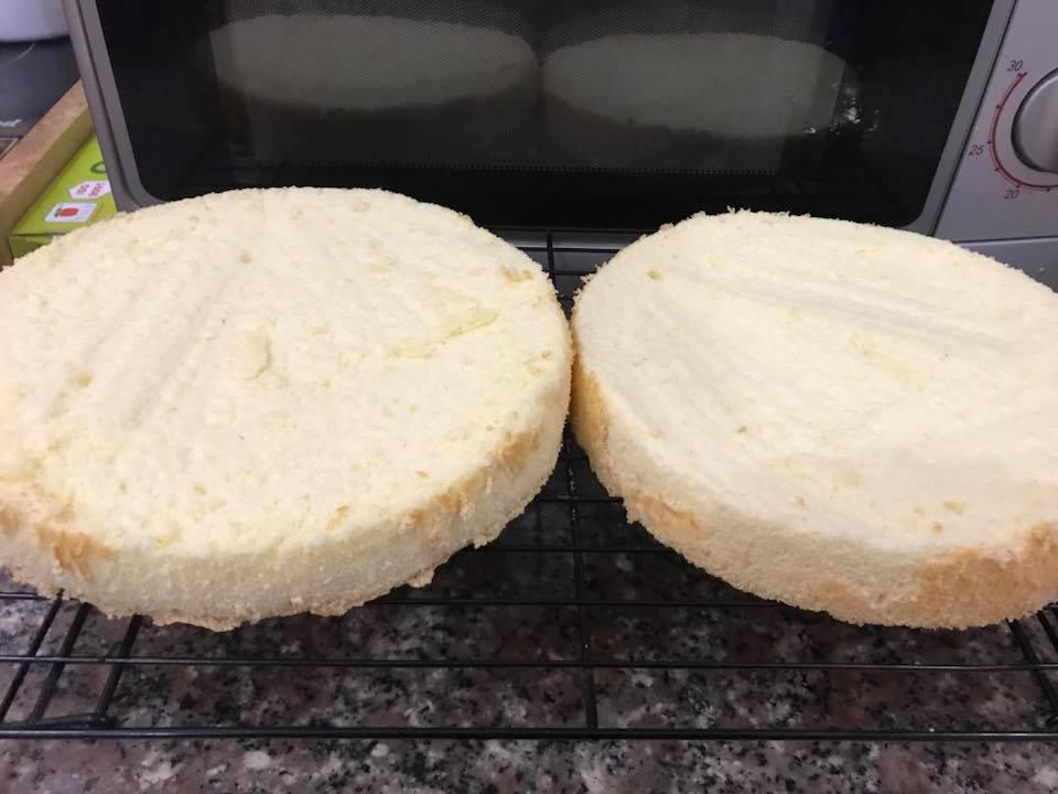 cách làm bánh bông lan trứng muối 4 cách làm bánh bông lan trứng muối Cách làm bánh bông lan trứng muối ngon đắm đuối cach lam banh bong lan trung muoi 4