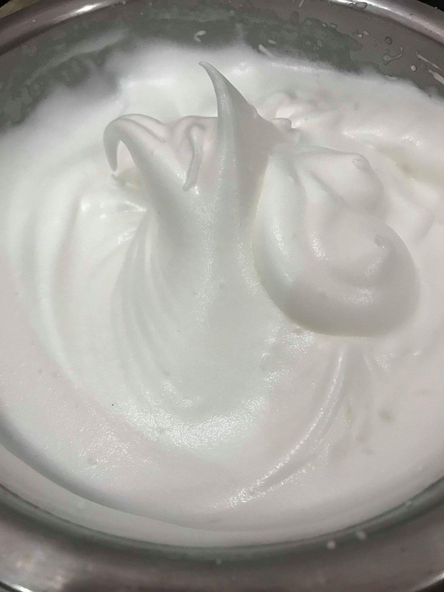 cách làm bánh bông lan trứng muối 5 cách làm bánh bông lan trứng muối Cách làm bánh bông lan trứng muối ngon đắm đuối cach lam banh bong lan trung muoi 5