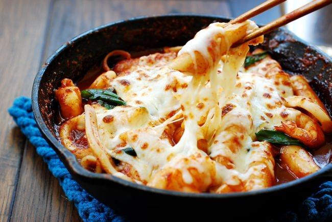 cách làm bánh gạo cay 9 cách làm bánh gạo cay hàn quốc Cách làm bánh gạo cay Hàn Quốc siêu đơn giản từ nguyên liệu sẵn có cach lam banh gao cay 9