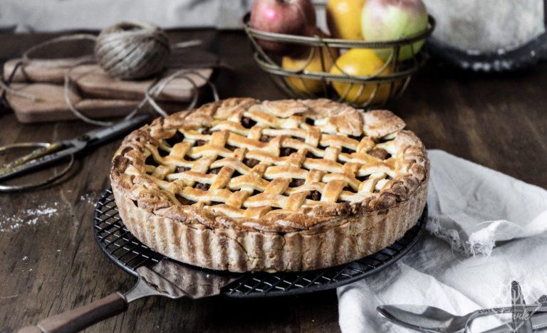 cách làm bánh táo 3 cách làm bánh ngon Cách làm bánh ngon từ cốt bánh bông lan cơ bản cach lam banh tao 3 768x468 1