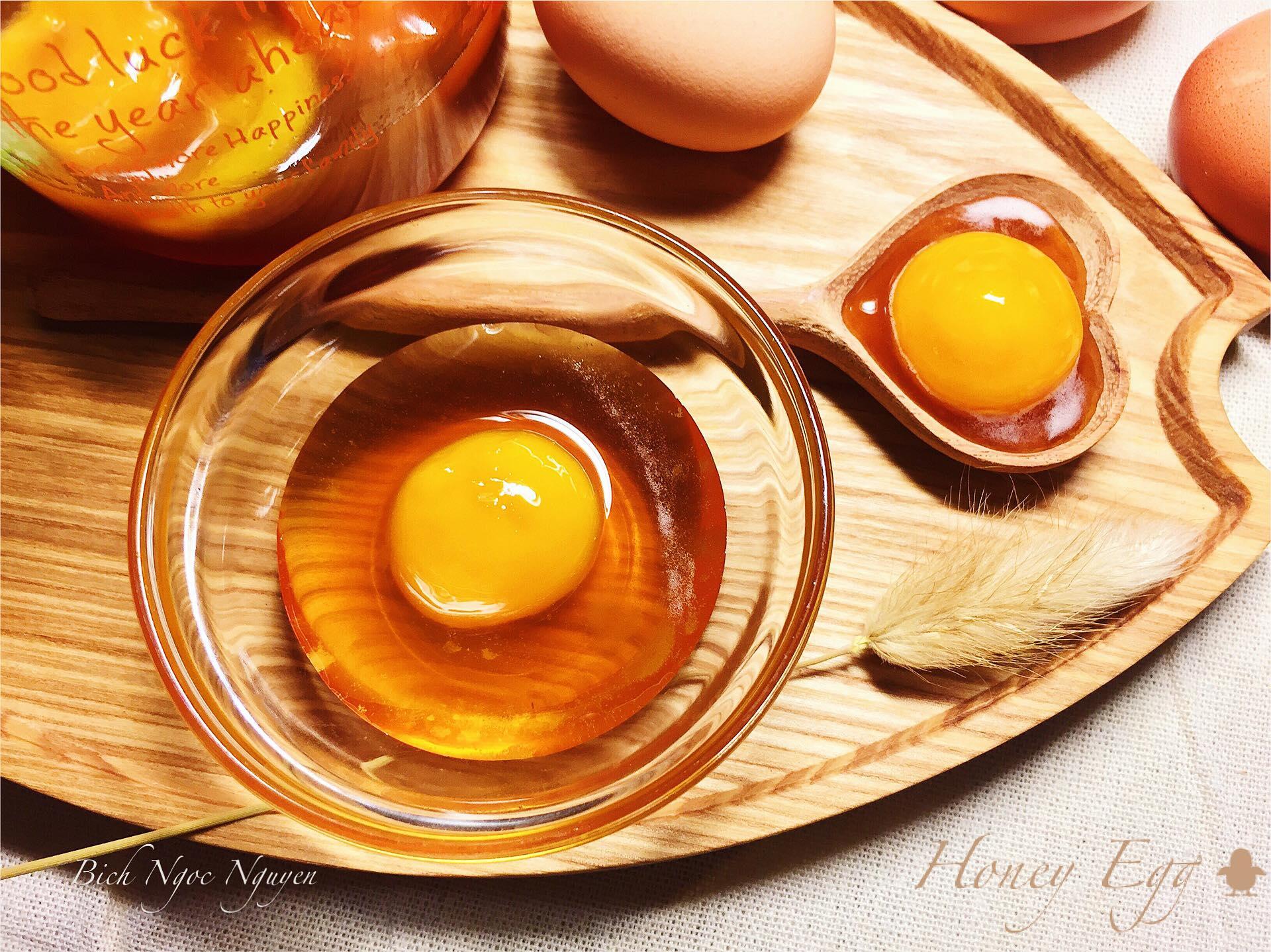 cách làm thần dược cho phái đẹp 31 cách làm thần dược cho phái đẹp Cách làm thần dược cho phái đẹp – Trứng gà ngâm mật ong cach lam than duoc cho phai dep 31