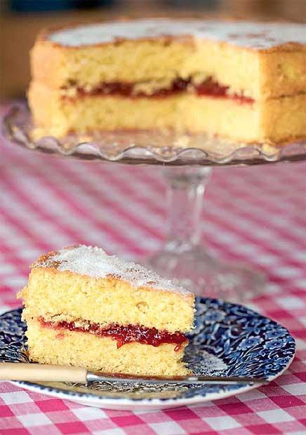 cách trang trí bánh bông lan 8 cách trang trí bánh bông lan Cách trang trí bánh bông lan cực ngon mà không cần đến kem tươi cach trang tri banh bong lan 8
