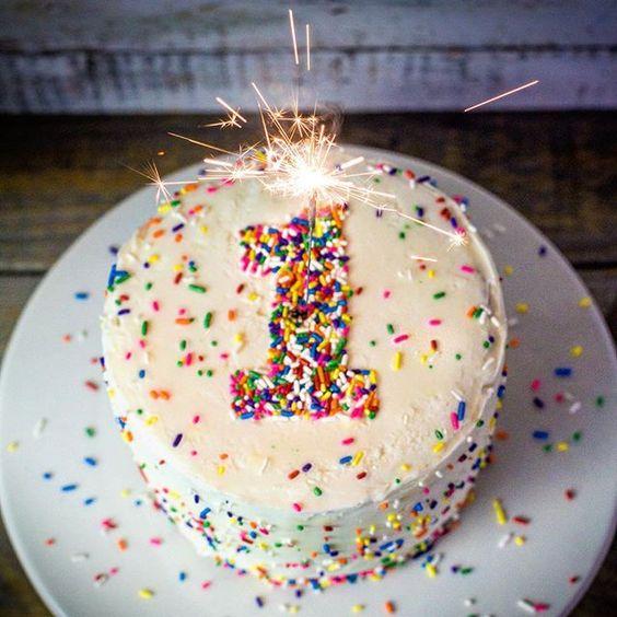 cách trang trí bánh gato 11 cách trang trí bánh gato Cách trang trí bánh gato cực đơn giản chỉ trong 3 phút cach trang tri banh gato 11
