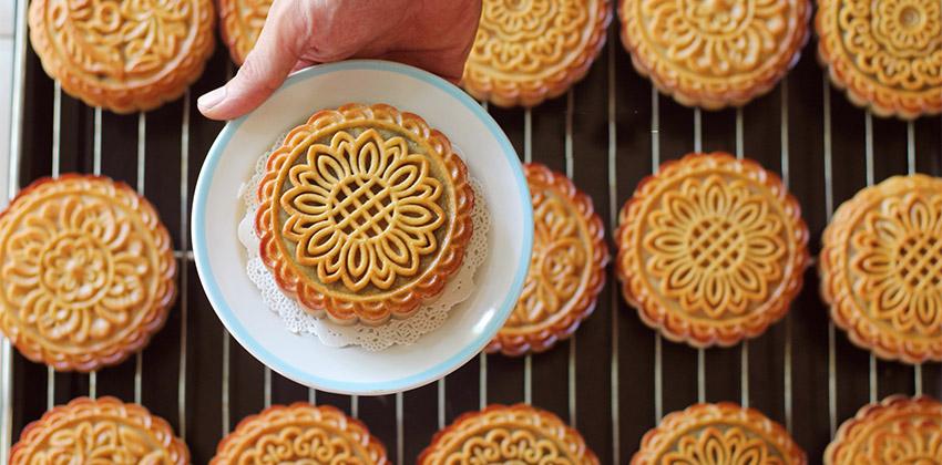 """bánh trung thu truyền thống 66 những chiếc bánh trung thu Những chiếc bánh Trung thu khiến bạn """"nín thở"""" vì quá đẹp banh trung thu truyen thong 66 2"""