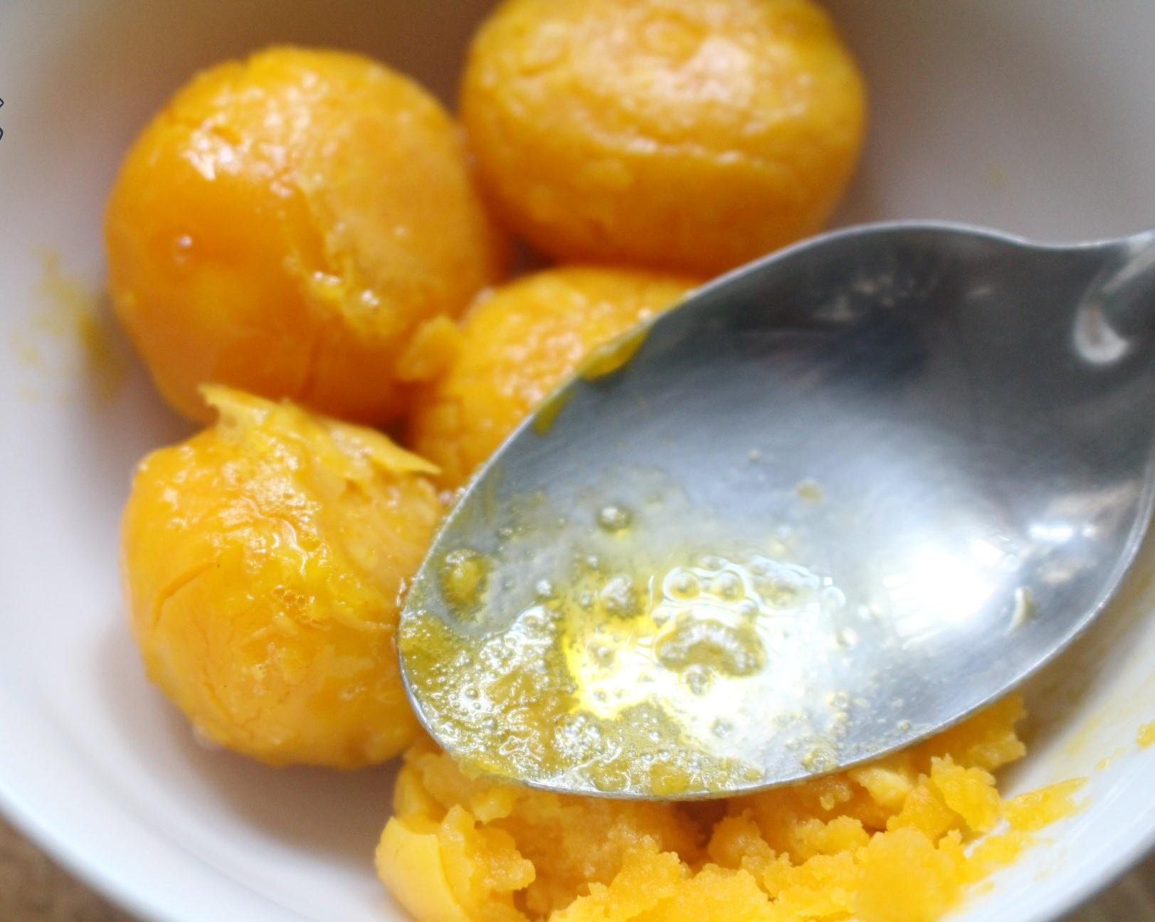 cách làm bánh bông lan 14 cách làm bánh bông lan Cách làm bánh bông lan trứng muối Castella cho thỏa cơn nghiện phô mai cach lam banh bong lan 14