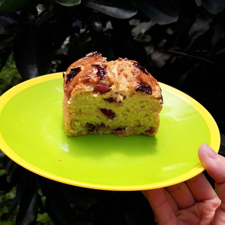 cách làm bánh bông lan 2 cách làm bánh bông lan Cách làm bánh bông lan cherry và chuối ngon đắm đuối cach lam banh bong lan 2 1