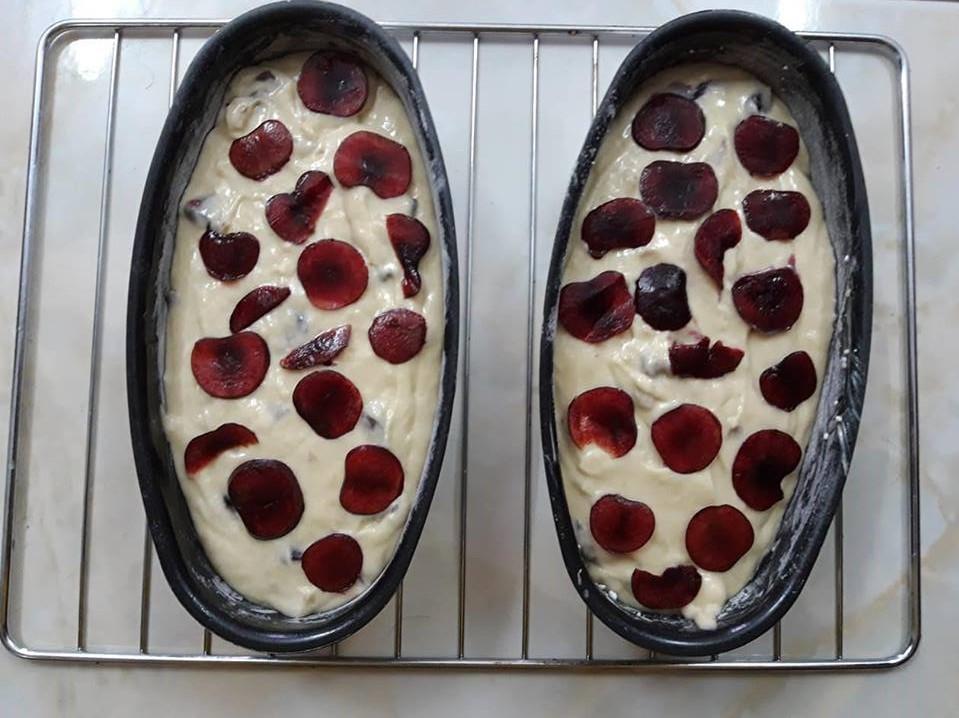 cách làm bánh bông lan 6 cách làm bánh bông lan Cách làm bánh bông lan cherry và chuối ngon đắm đuối cach lam banh bong lan 6 1